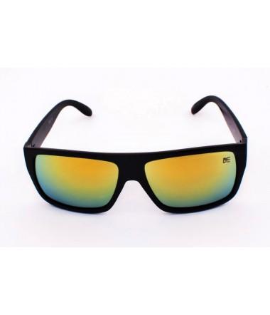 3a18a01542e5f Óculos de sol quadrados transmitem um ar retrô e requintado - Drop mE